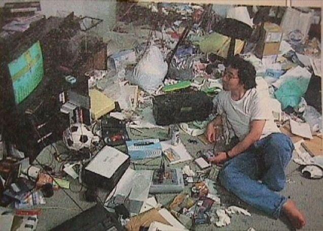 mangaka-desk-togashi-yoshihiro