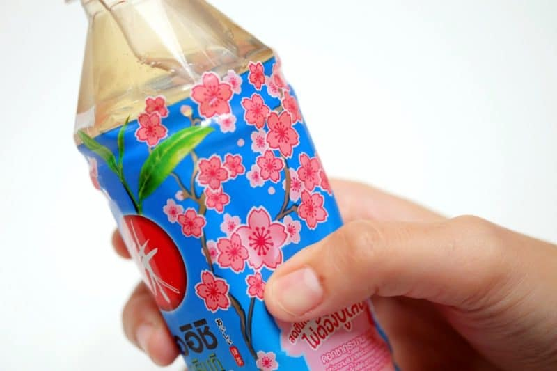review-oishi-green-tea-sakura-strawberry-flavour-9