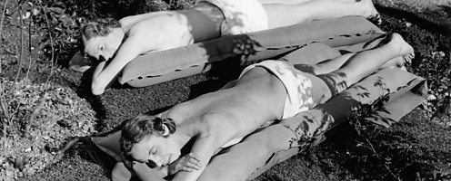 naturists-sunbathing-London