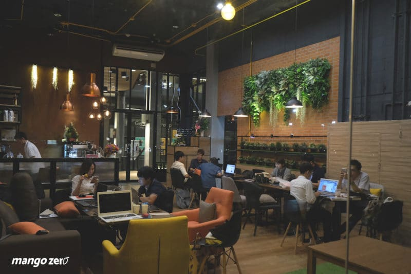 review-nexdots-cafe-inside-night