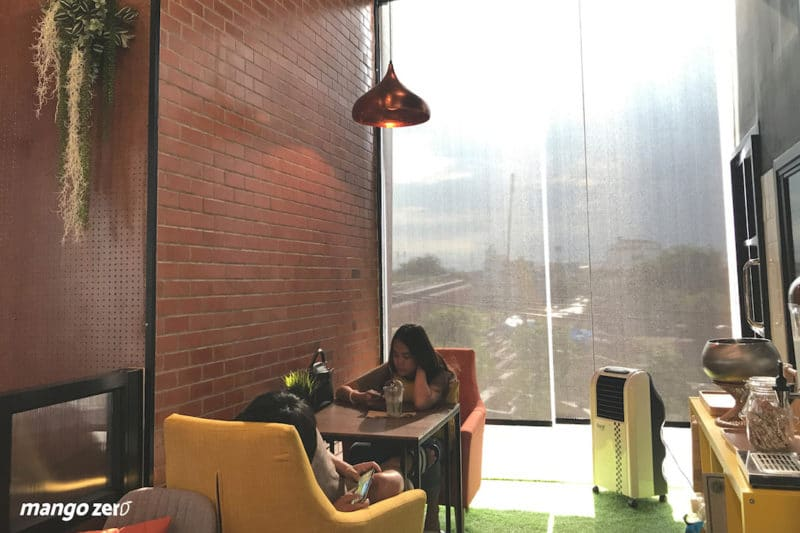 review-nexdots-cafe-small-room