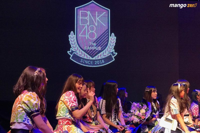 10-moments-bnk48-mini-live-handshake-10