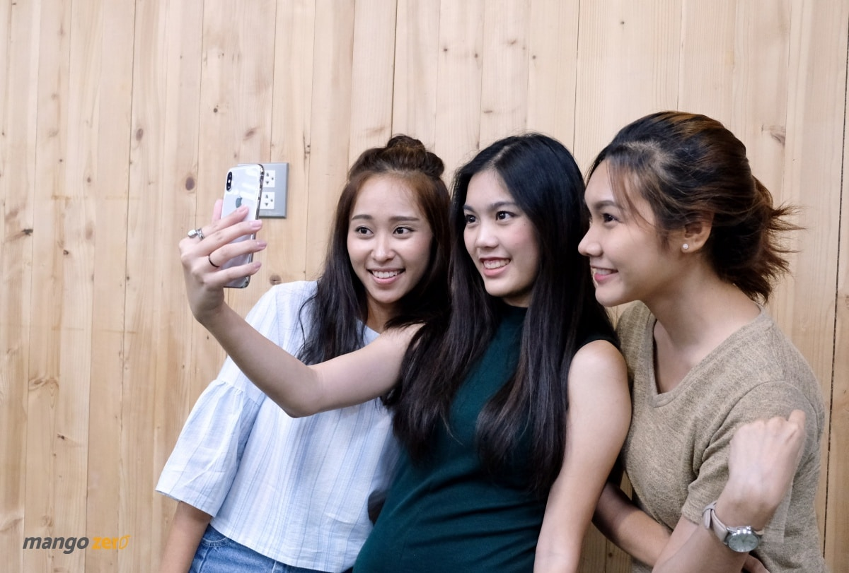 12-girls-with-animoji-iphonex-1