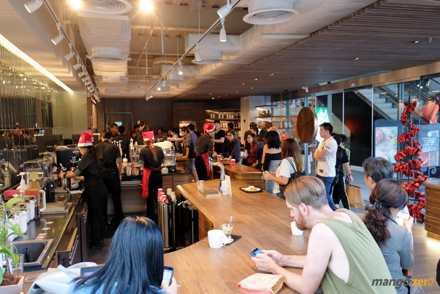 review-the-largest-starbucks-in-thailand-26
