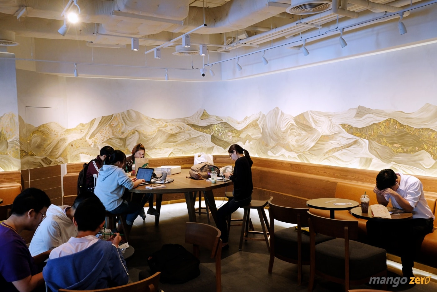review-the-largest-starbucks-in-thailand-4