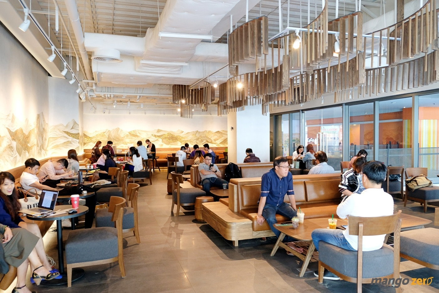 review-the-largest-starbucks-in-thailand-5