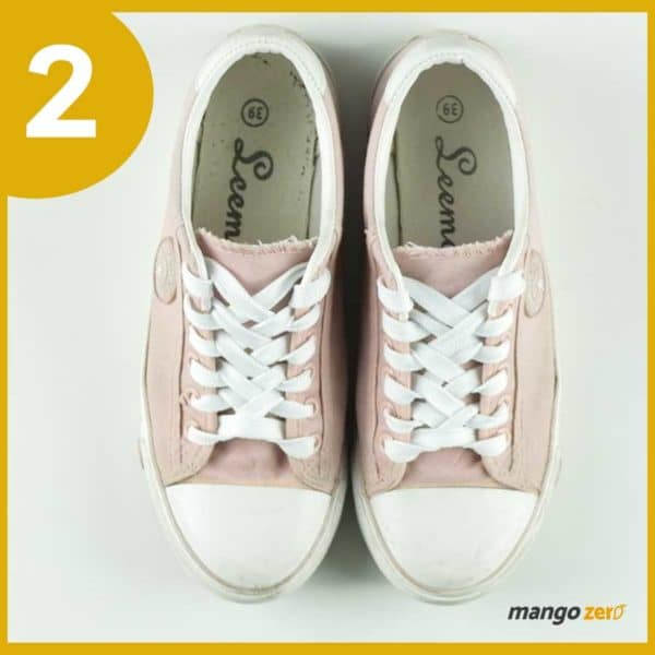 How-to-make-Three-Bows-lace-your-shoes-4