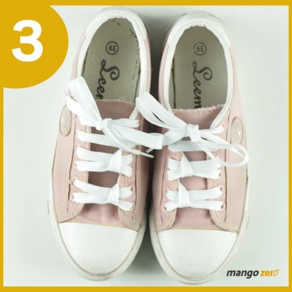 How-to-make-Three-Bows-lace-your-shoes-5