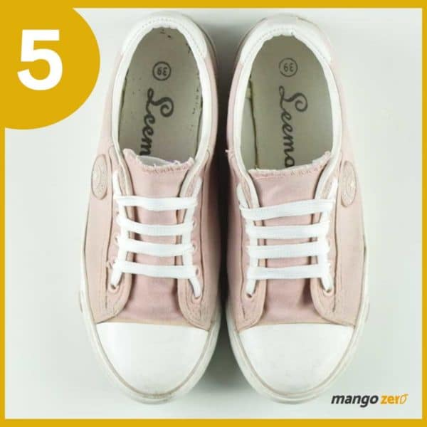 How-to-make-Three-Bows-lace-your-shoes-6