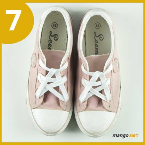 How-to-make-Three-Bows-lace-your-shoes-8
