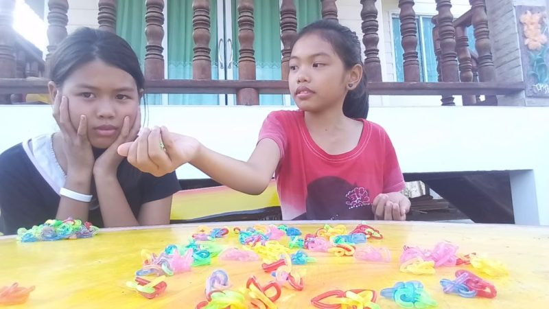 traditional-thai-children-are-playing-thai-game-4